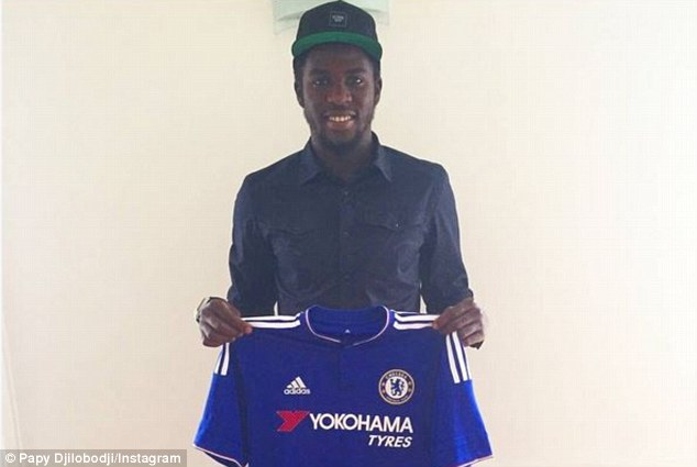 2BE276A000000578-3218132-Papy_Djilobodji_took_to_his_Instragram_account_to_celebrate_his_-a-17_1441136268159