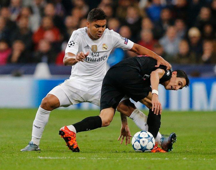 Se um brasileiro pode sair, outro brasileiro pode chegar para o meio de campo (Foto: Getty Images)